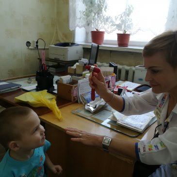 Консультация детей Мамонтовского района неврологом Краевой детской больницы.