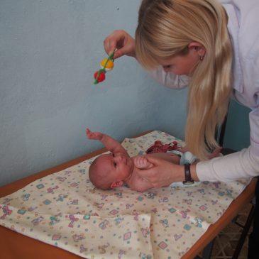 Невролог Краевой детской больницы консультировал детей Шелаболихинского района.