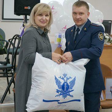 Осужденные из учреждений УИС Алтайского края связали вещи для недоношенных детей