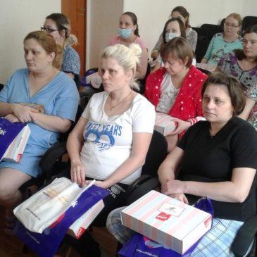В Алтайском краевом клиническом центре охраны материнства и детства начался очередной цикл занятий в Школе для родителей недоношенных детей