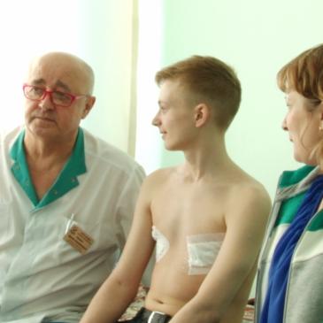 Алтайские ортопеды успешно прооперировали подростка с врожденной деформацией грудной клетки