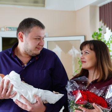 Накануне Международного женского дня в Алтайском краевом клиническом центре охраны материнства и детства прошла торжественная выписка новорожденных