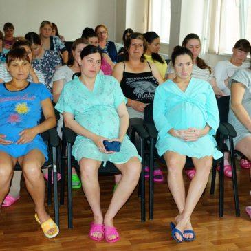 Специалисты отдела ЗАГС по Ленинскому району г. Барнаула встретились с будущими мамами региона
