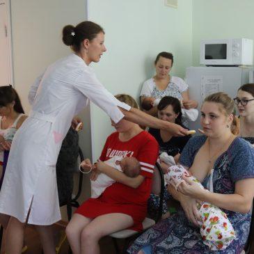 Акция единовременного кормления грудью состоялась в акушерском стационаре Алтайского краевого центра охраны материнства и детства