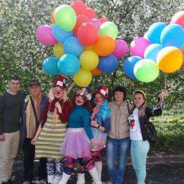 Флешмоб в поддержку пациентов детского инфекционного госпиталя организовали волонтеры Барнаула
